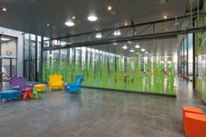 Vleuterweide_school_Utrecht_hall_package_glass_walls_multi_design_closed