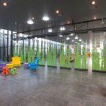 Vleuterweide_school_Utrecht_hal_pakket_glaswanden_multi_design_deels_open_glaswanden
